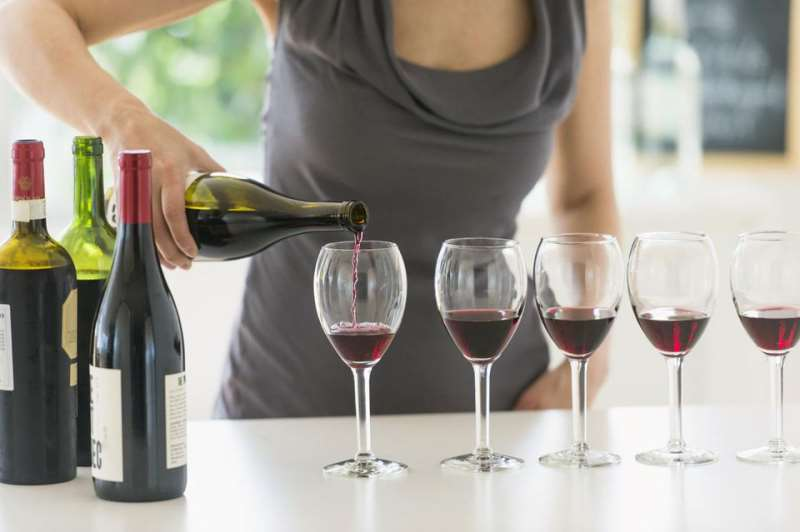 01-how-to-host-a-wine-tasting-party-180322